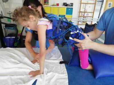 Rehabilitácie pomáhajú Janke zlepšovať pohyb a motoriku